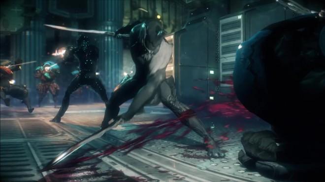 Une Warframe découpe un alien avec son katana
